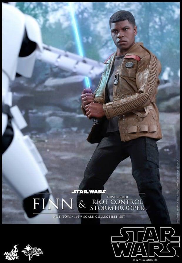 star_wars_vii_finn_riot_control_stormtrooper_hot_toys_4