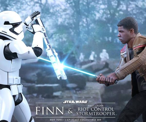 Hot Toys Star Wars VII Finn & Riot Control Stormtrooper