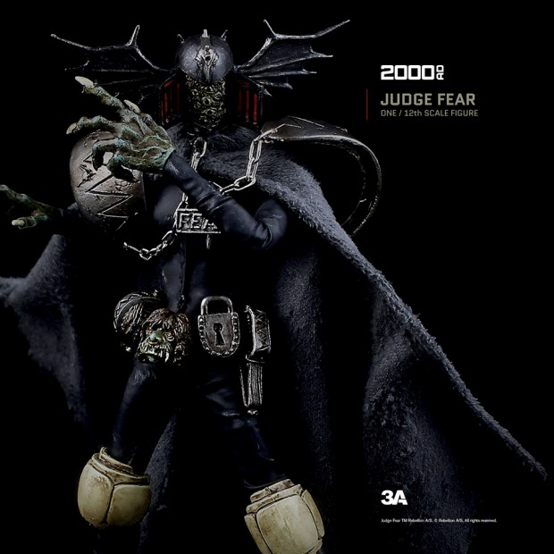 2000ad_judge_fear_action_figure_by_3a_toys_11