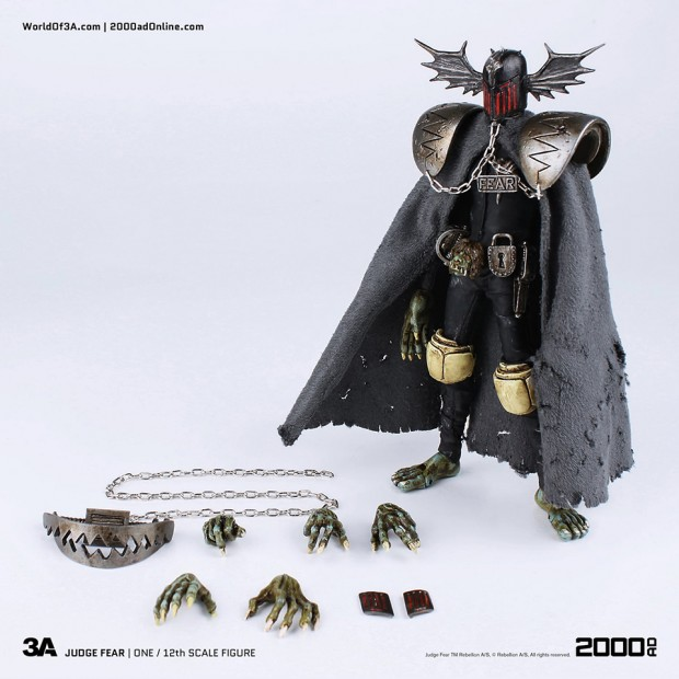 2000ad_judge_fear_action_figure_by_3a_toys_2