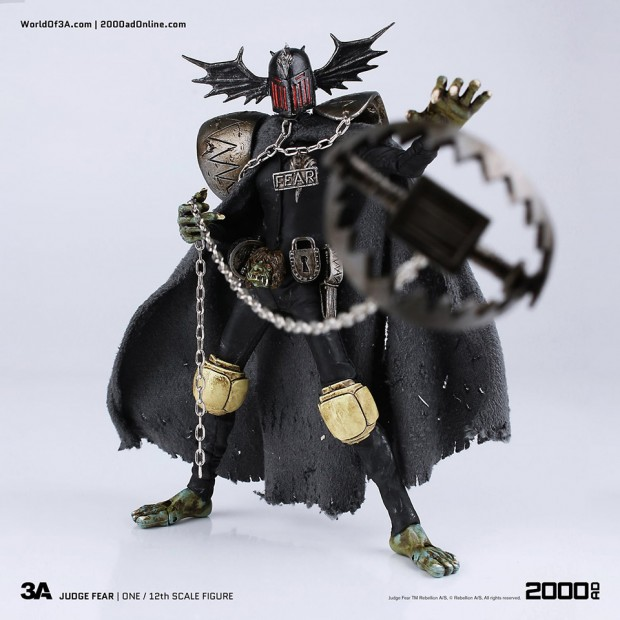 2000ad_judge_fear_action_figure_by_3a_toys_3