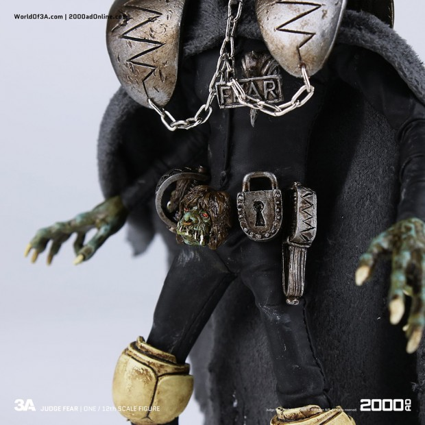 2000ad_judge_fear_action_figure_by_3a_toys_6