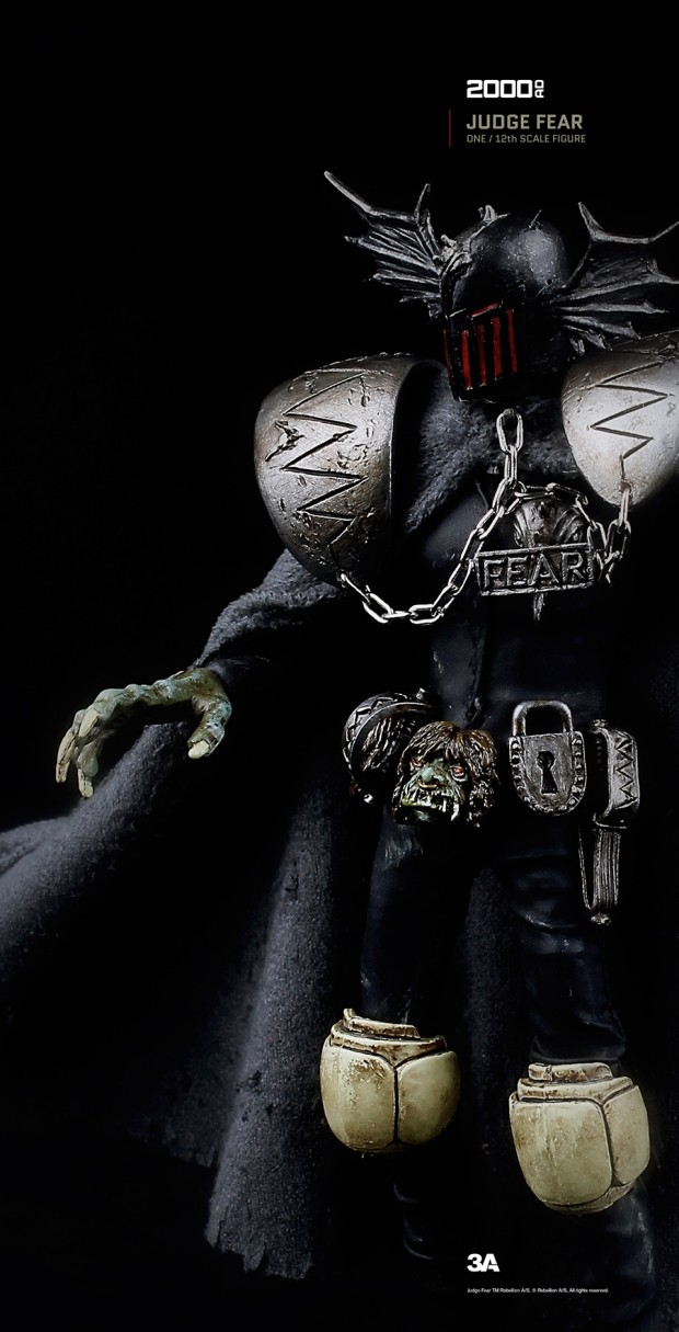2000ad_judge_fear_action_figure_by_3a_toys_7