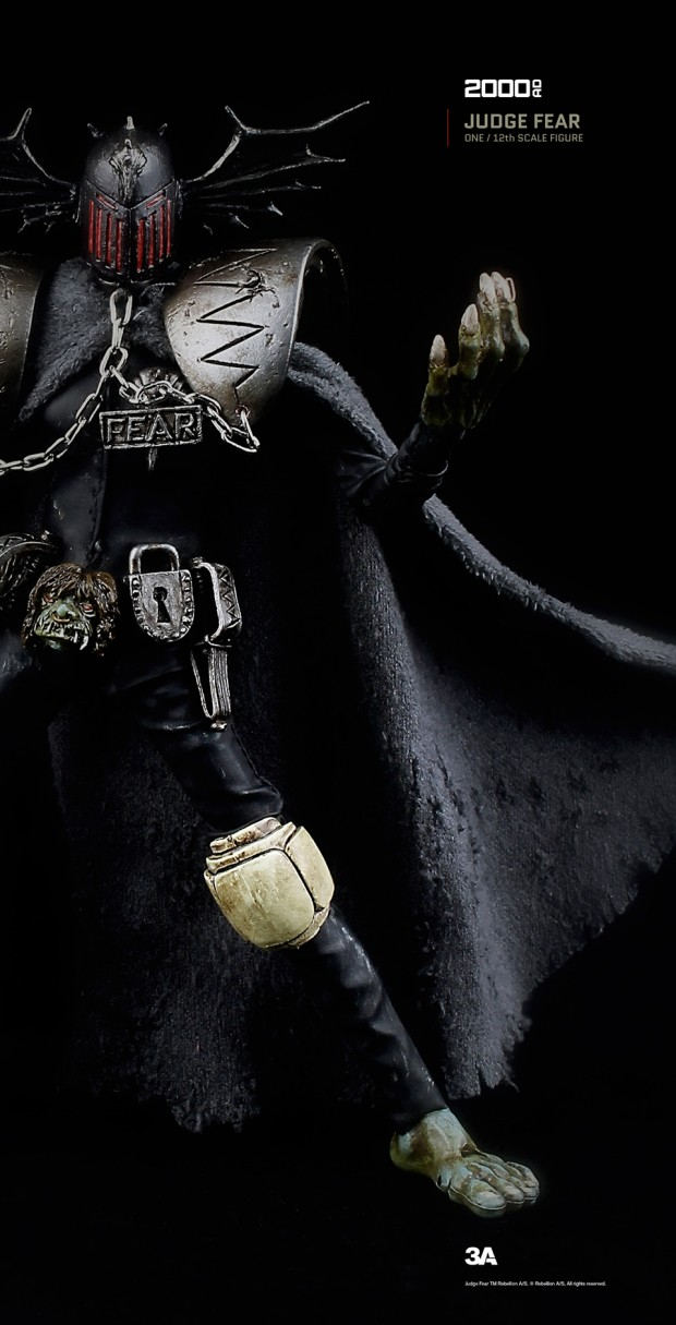 2000ad_judge_fear_action_figure_by_3a_toys_8