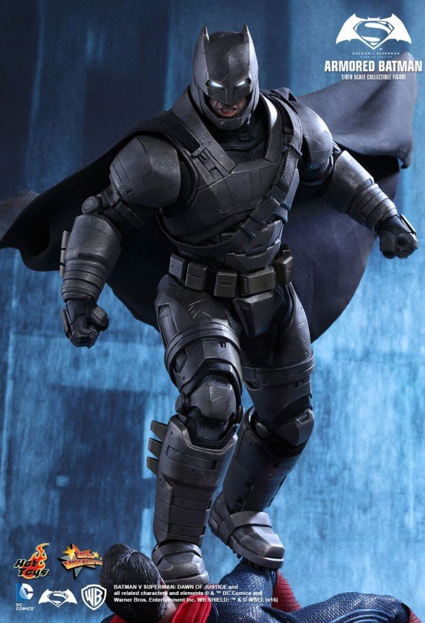 batman_v_superman_armored_batman_sixth_scale_action_figure_by_hot_toys_3