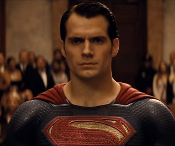 This Batman v Superman Trailer Sums it up, Has New Footage