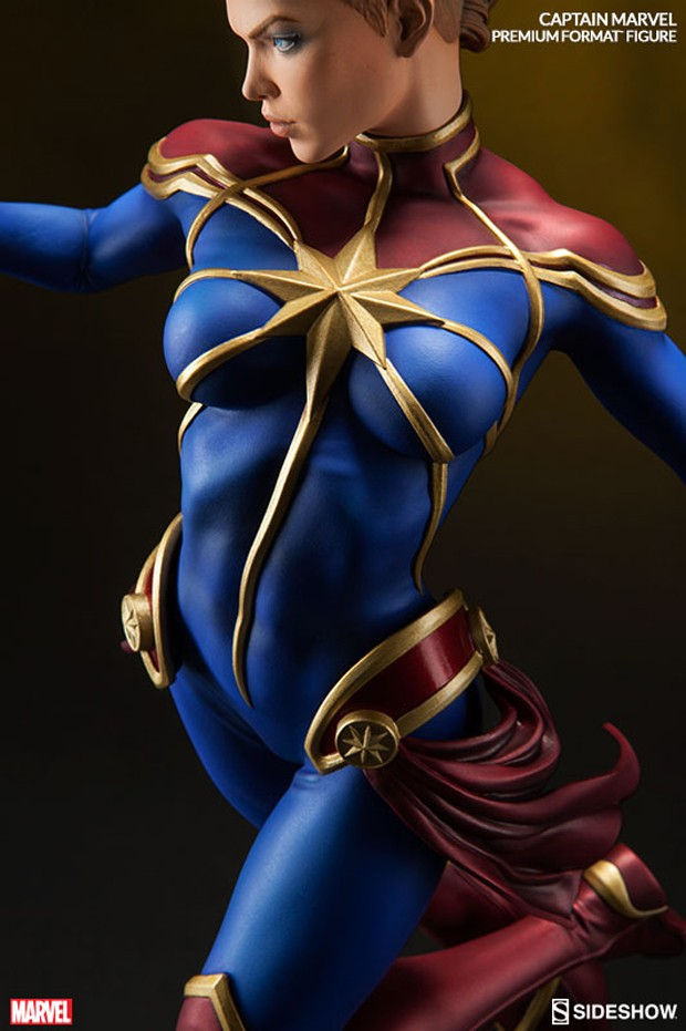 captain_marvel_premium_format_figure_by_sideshow_collectibles_5