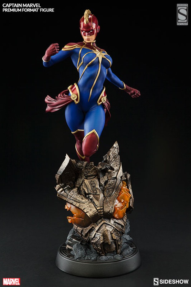 captain_marvel_premium_format_figure_by_sideshow_collectibles_8