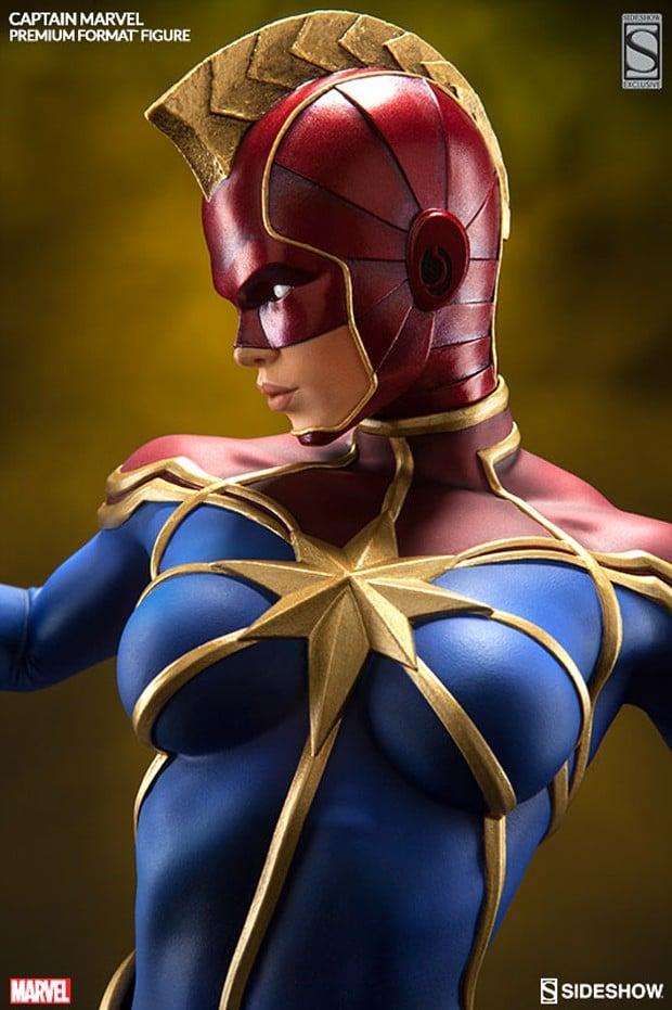 captain_marvel_premium_format_figure_by_sideshow_collectibles_9