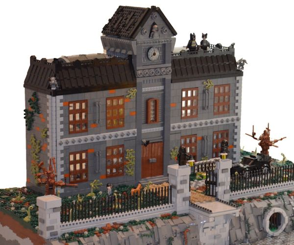 Fan-Made LEGO Arkham Asylum Is 18,000 Pieces of Insanity