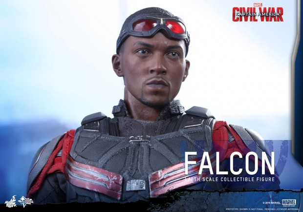 hot_toys_civil_war_falcon_sixth_scale_action_figure_11
