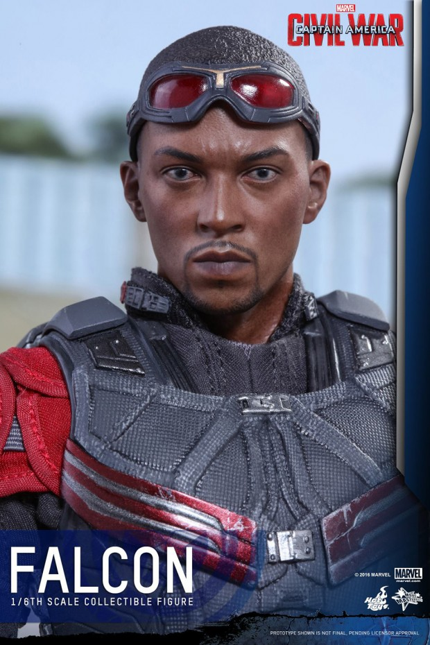 hot_toys_civil_war_falcon_sixth_scale_action_figure_12