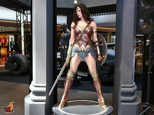 hot_toys_festival_walk_batman_v_superman_dawn_of_justice_4
