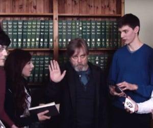 Mark Hamill Uses Jedi Mind Trick on Fans