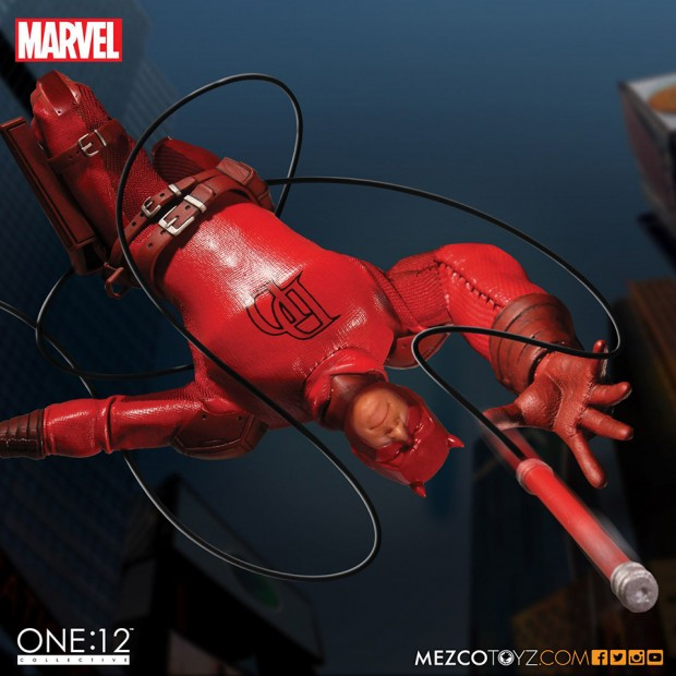 one_12_collective_daredevil_action_figure_by_mezco_toyz_7