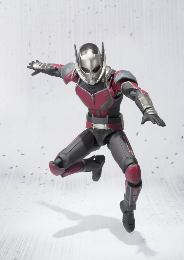sh_figuarts_ant-man_capt_america_civil_war_action_figure_by_bandai_4
