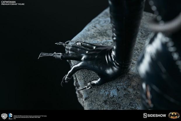 batman_returns_catwoman_premium_format_figure_by_sideshow_collectibles_10