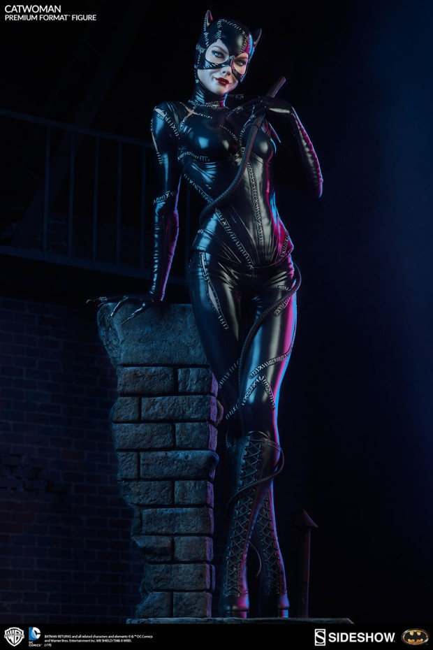 batman_returns_catwoman_premium_format_figure_by_sideshow_collectibles_5