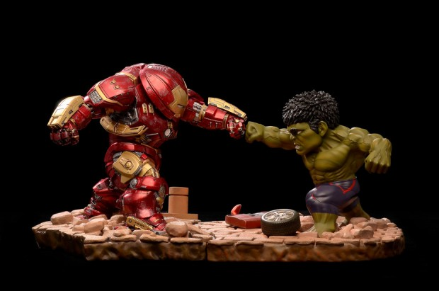 egg_attack_hulkbuster_vs_hulk_by_beast_kingdom_1