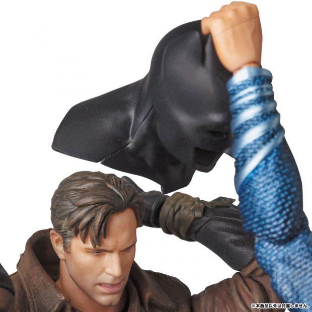 mafex_batman_v_superman_knightmare_action_figure_by_medicom_8