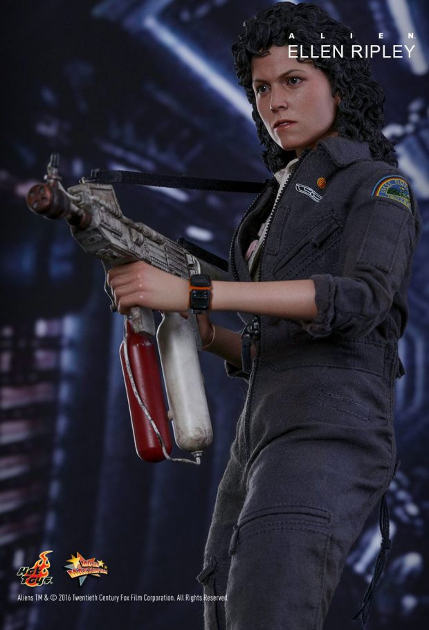 hot_toys_alien_sixth_scale_ellen_ripley_action_figure_11