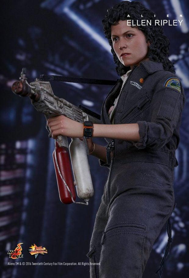hot_toys_alien_sixth_scale_ellen_ripley_action_figure_11