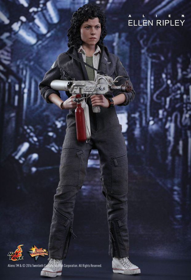hot_toys_alien_sixth_scale_ellen_ripley_action_figure_3