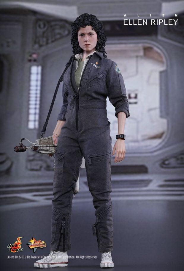 hot_toys_alien_sixth_scale_ellen_ripley_action_figure_7
