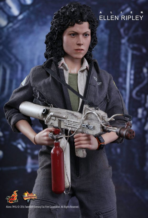 hot_toys_alien_sixth_scale_ellen_ripley_action_figure_9
