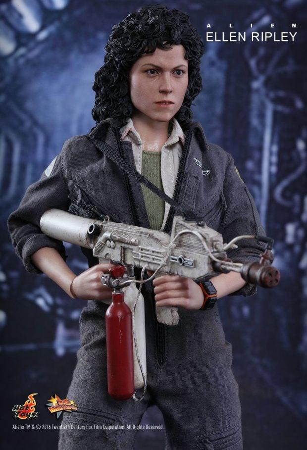 hot_toys_alien_sixth_scale_ellen_ripley_action_figure_9