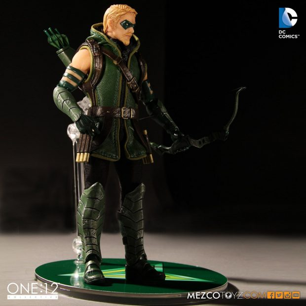 one_12_collective_green_arrow_action_figure_by_mezco_toyz_3