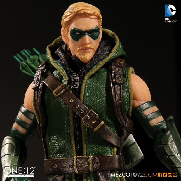 one_12_collective_green_arrow_action_figure_by_mezco_toyz_6