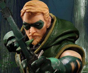 Mezco Toyz One:12 Collective Green Arrow Action Figure