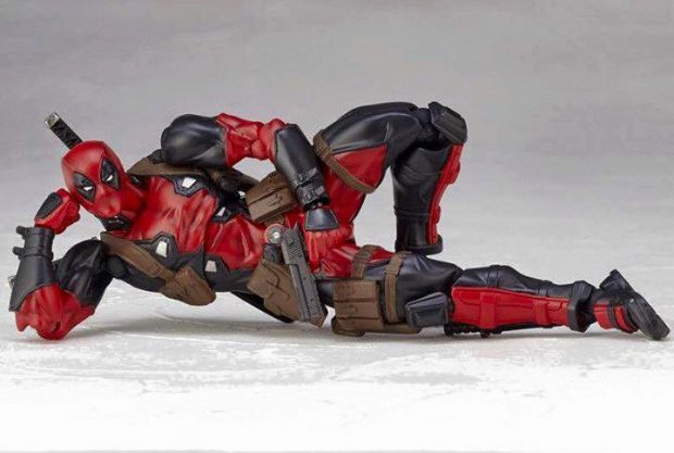 revoltech_deadpool_twelfth_scale_action_figure_by_kaiyodo_12