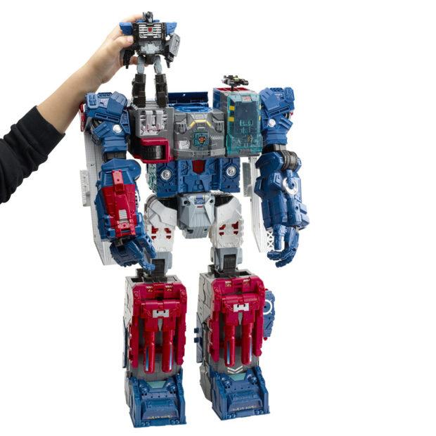 transformers_generations_titans_return_fortress_maximus_figure_by_hasbro_6