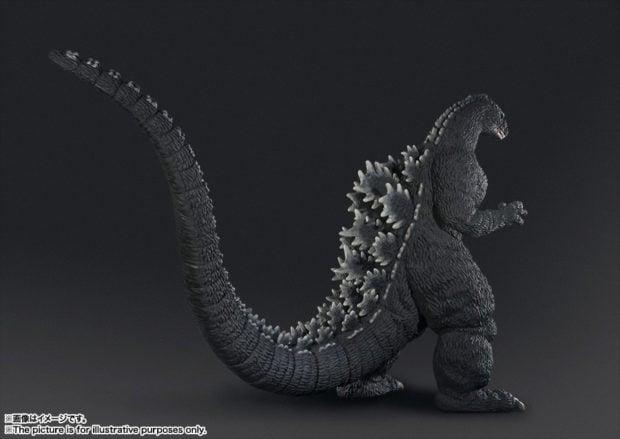 human_size_godzilla_statue_bandai_4