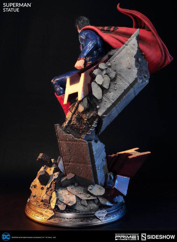 new_52_superman_statue_prime_1_studio_7