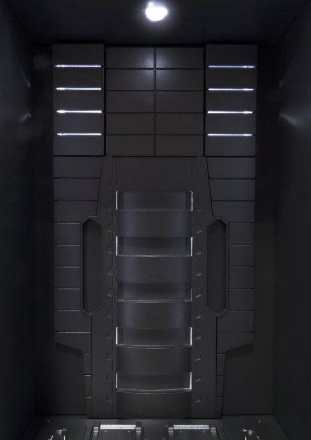 sh_figuarts_iron_man_3_hall_of_armor_display_case_bandai_3