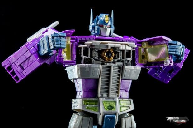 masterpiece_shattered_glass_optimus_prime_takara_tomy_8