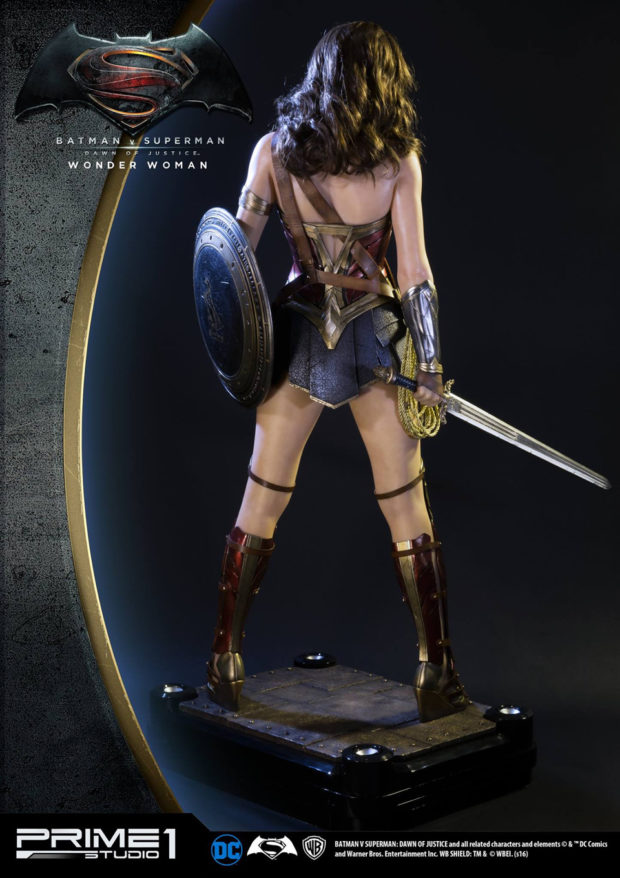 wonder_woman_batman_v_superman_dawn_of_justice_half_scale_statue_prime_1_studio_4