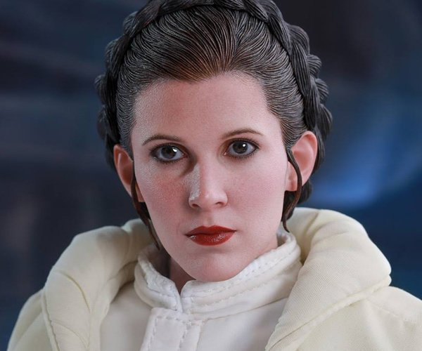 Hot Toys ESB Princess Leia 1/6 Scale Action Figure